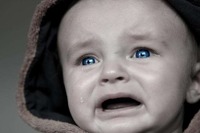 泣く子供画像