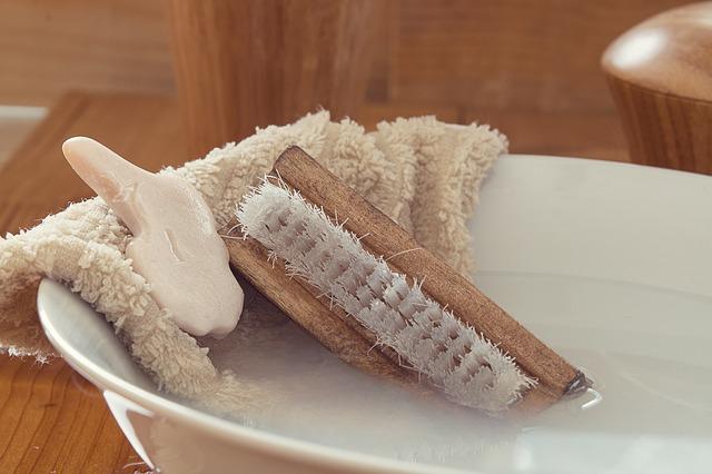 洗濯ボウルとブラシと石鹸・タオル画像