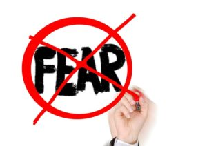 恐れてはダメという意味の画像