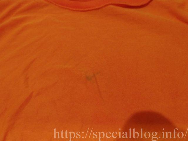 油性ボールペンのシミが薄くなったTシャツ